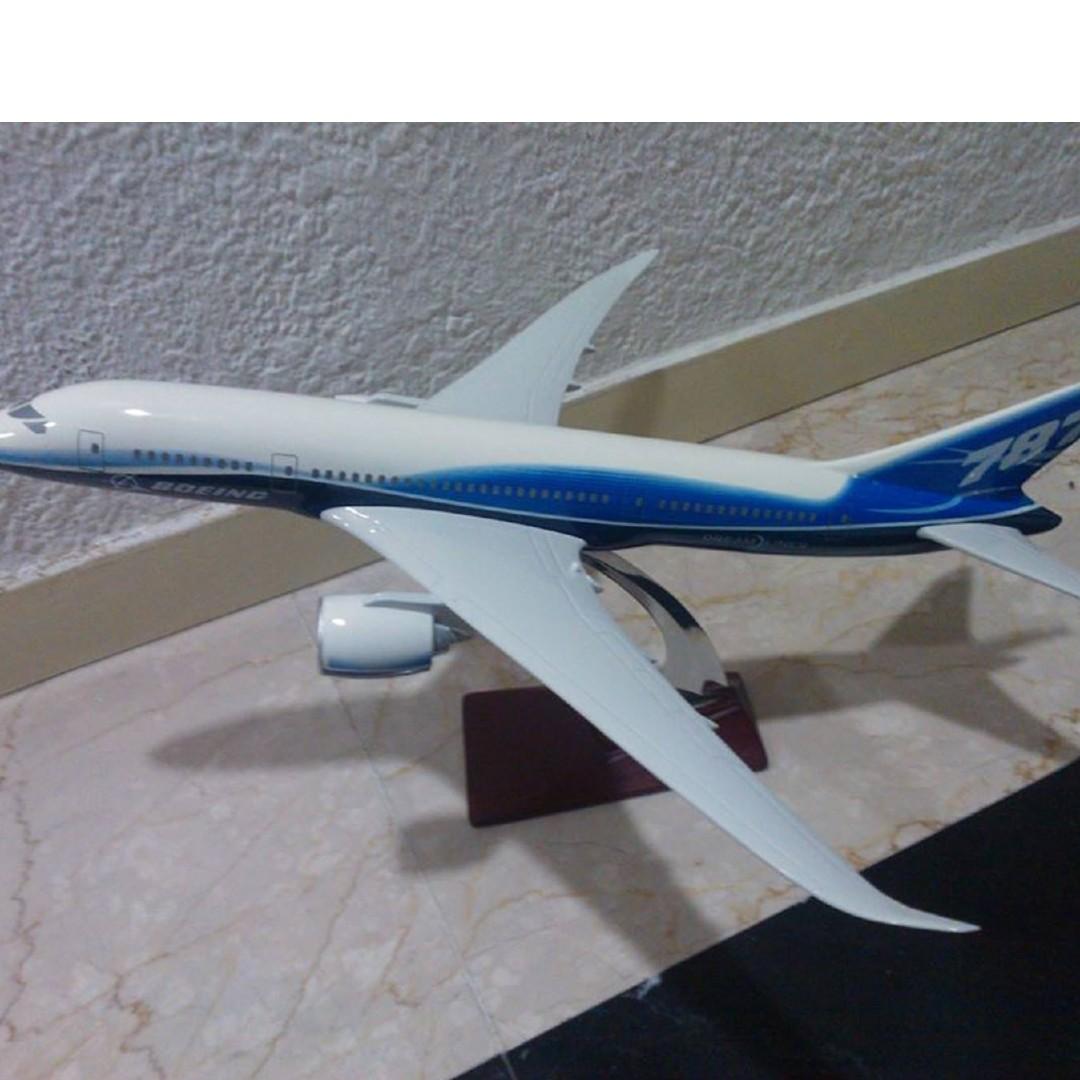 Model Planes: B787 & SQ A380