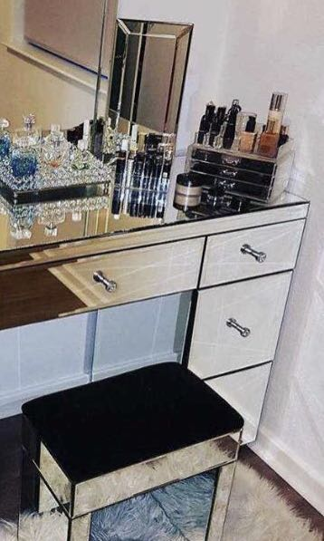 NEW IN BOX - EXCLUSIVE MIRROR DESK SET UP