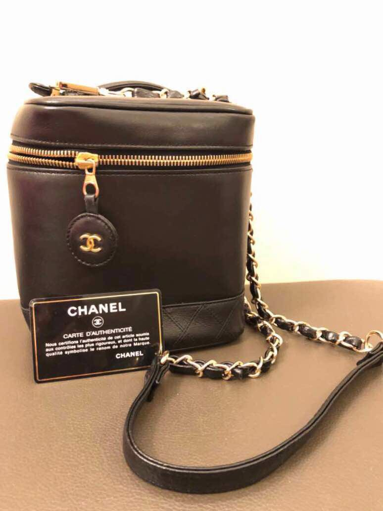 927fd235f7672f Vintage CHANEL Vanity case bag (Authentic), Luxury, Bags & Wallets ...