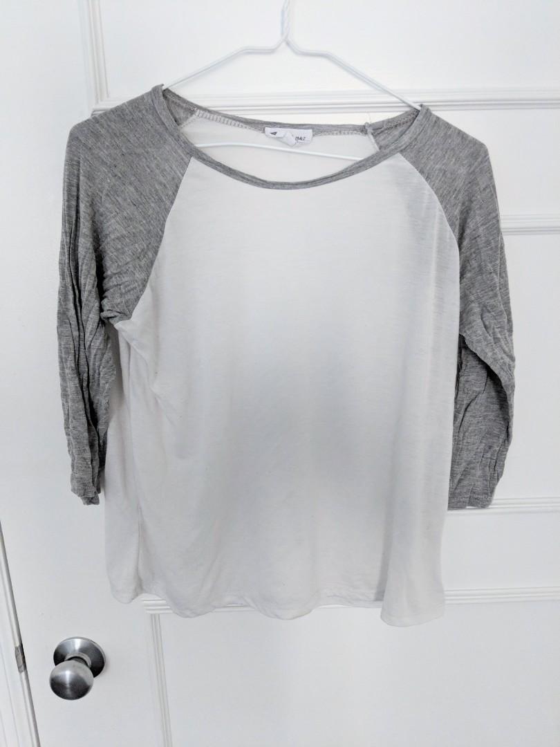 White Baseball shirt w grey sleeves OS
