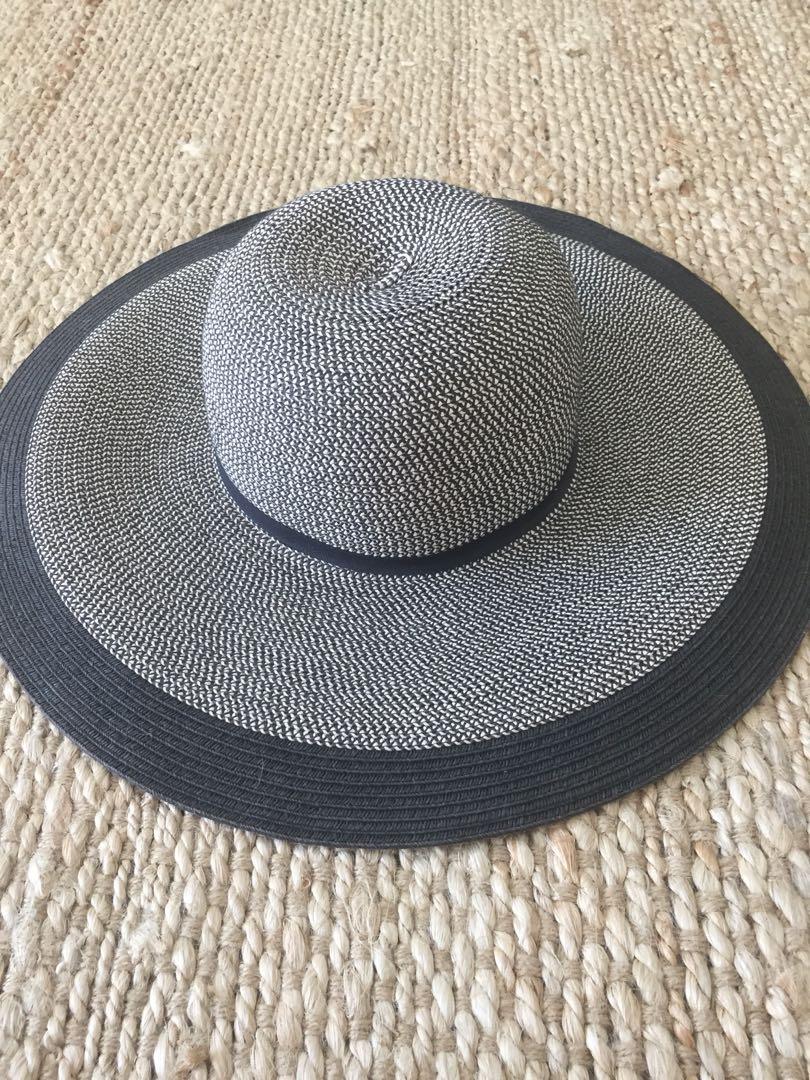 Witchery B&W floppy hat
