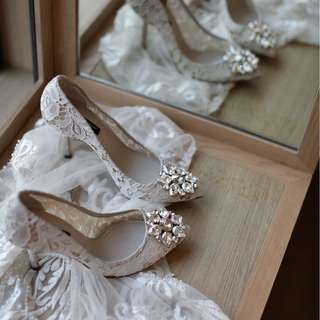 Dolce & Gabbana Belluci PUMP IN TAORMINA LACE WITH CRYSTALS in ICE White (size 36)