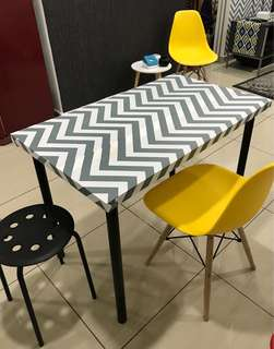 Dining Table with Chevron wallpaper