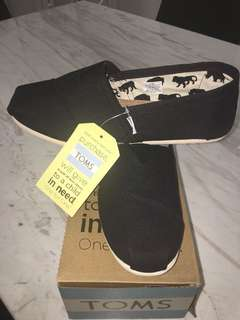 Brand new Tom's classic black canvas