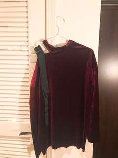 🚚 紅絲絨挖肩綁帶衣