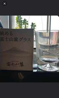 日本富士山麓威士忌附送205ml威士忌酒杯,杯底有富士山,極具收藏價值。