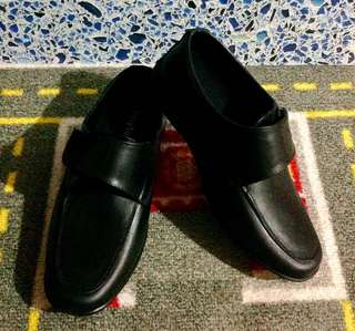 "Easy Soft black shoes/rain shoes (soft plastic material), size 31 (8"")"