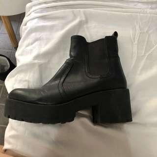 Lipstick boots size 8