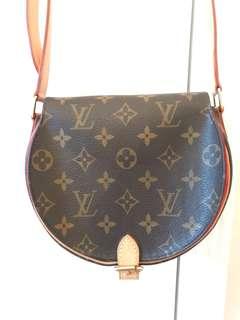 Louis Vuitton crossbody handbag, 100% Authentic, Excellent condition
