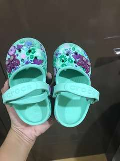 Original Crocs   for 2 to 3 years old   size C6