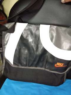 Nike Authentic Messenger Bag