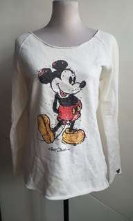 I mickey sweater size m to large