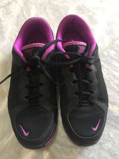NIKE Training Shoes sz 7.5