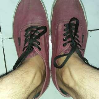 Sepatu vanz merah marun uk 42