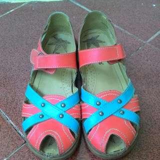 Sepatu Sendal Kickers