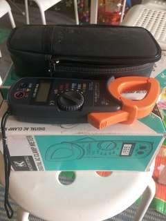 Digital clamp amp meter