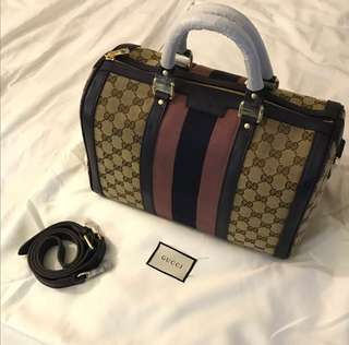Gucci boston gg signature