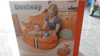 Bak mandi bayi yang aman berbentuk ikan