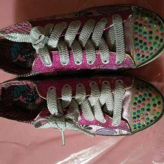 Sepatu Skechers light on