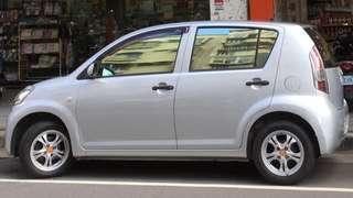 2006年日本原裝進口五門1300 CC自排小型轎車🚗大發DAIHATSU小房車SIRION1.3 16V. A4. 5D