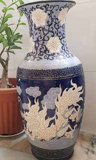 Blue & white Vase with dragon carving
