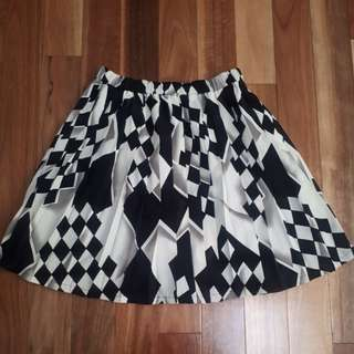 Black and White Patterned Pleated Skirt