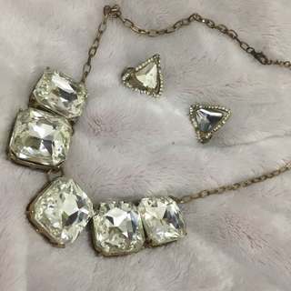 Squared stone necklace with earrings