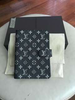 LV Note wallet