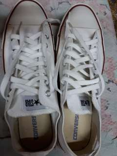 Converse all star low cut. No issue. Wear only once on our prenup