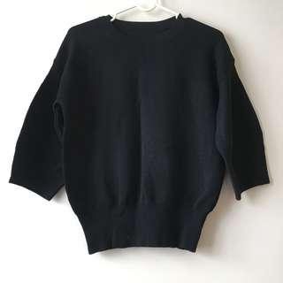 黑色繭形針織上衣