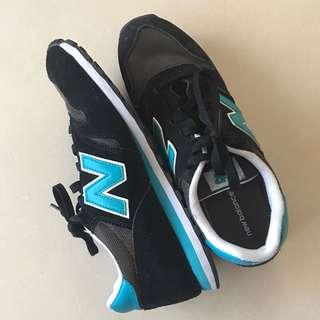 New Balance 373 US9