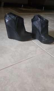 Liptik wedge boots 7 black ankle
