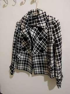 🚚 黑白格子 短版外套