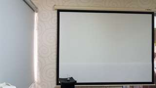 Red leaf projector screen