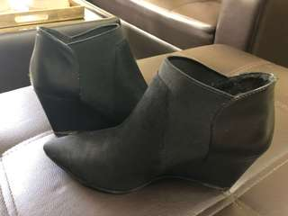 Charles & Keith Slip On Boots👢