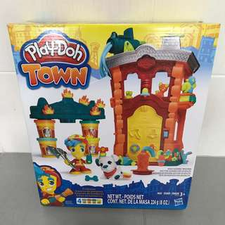 Brand New Play-doh Town Firehouse