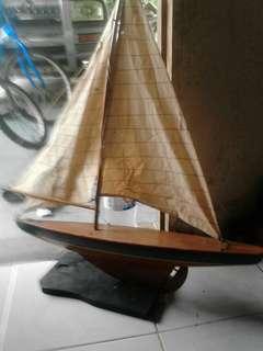 Model kapal layar,,,,diperbuat dari kayu,,,,masih elok dan sempurna