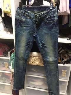 品牌牛仔褲