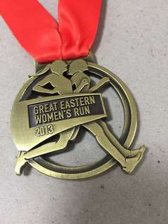21.1Km Finisher medal - Great Eastern Women's rum 2013