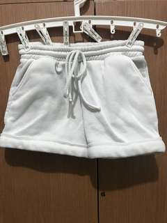 White shorts with pockets