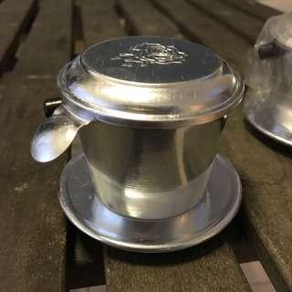 Penapis kopi Vietnam drip coffee brewing