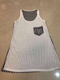 🚚 黑白條紋長版背心 前面是棉質 後面是雪紡 穿比基尼的最愛 胸圍42長66看過兩次