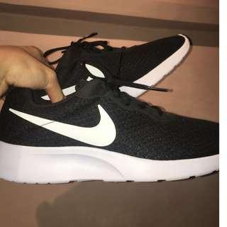 STEAL Nike Tanjun B&W