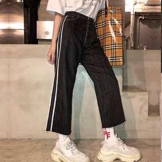 🚚 VM 原創2018新款 寬鬆顯瘦闊腿直筒側拼白條紋 寬鬆九分鬚邊黑色牛仔褲