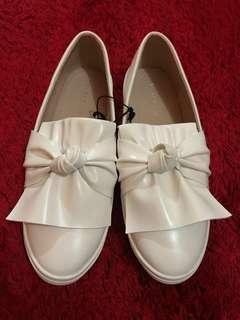 Vincci white shoes