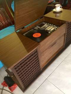 Vintage turn table .. Fm radio.. and cassettes player...