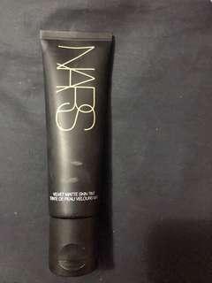 NARS - velvet matte skin tint