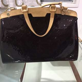 Luis Vuitton hand bag authentic