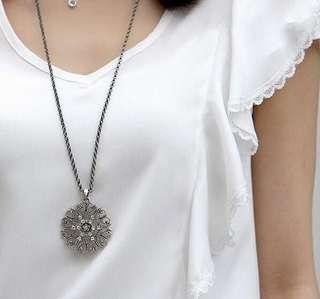 Vintage Flower Crystal Necklace