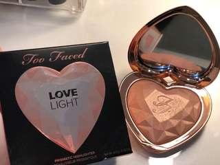 Too Faced Love Light Highlighter (Ray Of Light)